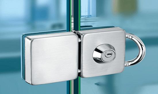 Lock, Pivots & Hinges width=